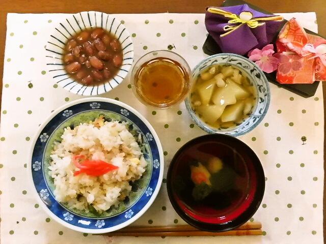 2016.3.3:ちらし寿司 海老あんかけ 煮豆 すまし汁 (お雛ケーキ)