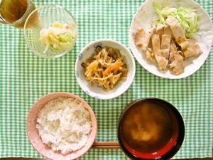 2017年9月17日の献立 ひつじ雲の献立:豚肉のピリ辛炒め ポテトサラダ 切干大根の煮物 ご飯 スープ (小倉白玉)